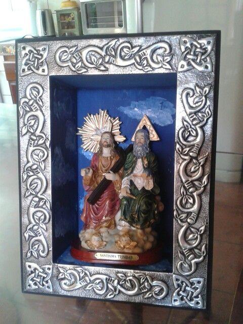 Santísima Trinidad con marco en repujado en aluminio. ..Galy Rodriquez