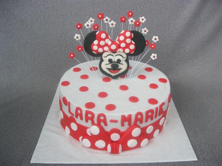 Eine Minnie-Mouse-Torte zum Geburtstag für ein süßes kleines Mädchen