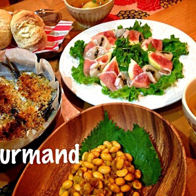 今日焼いた 水切りヨーグルト入りプチフランスに合わせて 丸ごと玉ねぎスープと共に - 159件のもぐもぐ - ともこちゃんの冷たいお豆とオニオンのピリリと辛い和風カレー味、鰯のパン粉焼き、無花果と生ハム・帆立のサラダ さかぽんタレ… などの夜ごはん♪ by gourmand