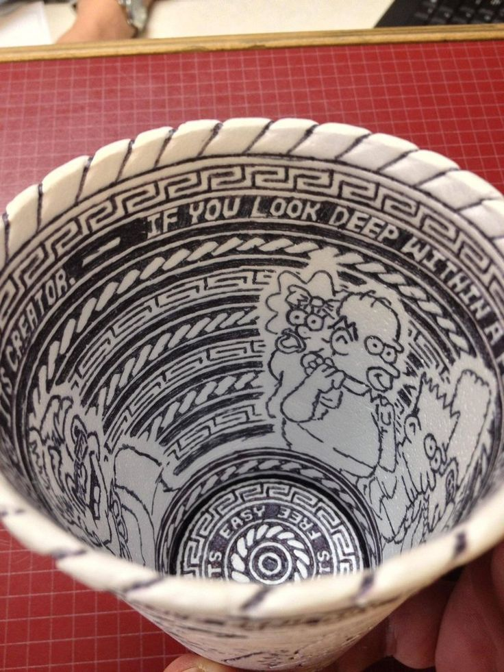 Somewhere out there is an undiscovered doodling prodigy! A Reddit user recently walked into their local car dealership in Oklahoma to get an oil change and found this cup sitting there covered in extraordinary etchings from a ball-point pen...  The Reddit member (usernameSquishyMcphee!) asked t