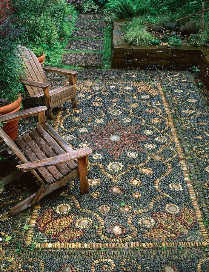 Lernen Sie, wie Sie in Ihrem Garten ein wunderschönes Kieselmosaik gestalten! www.finegardeni