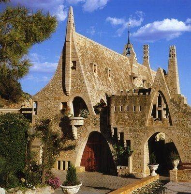 Garraf #Gaudi  En la Costas de Garrf, estan  estas  Cavas,  son  magnificas  ♥