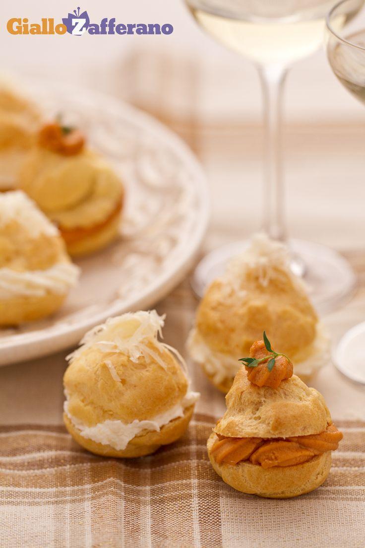 i BIGNE' DI GRANCHIO E FORMAGGIO sono delle golose sferette ripiene di una crema alla polpa di granchio e di una al formaggio