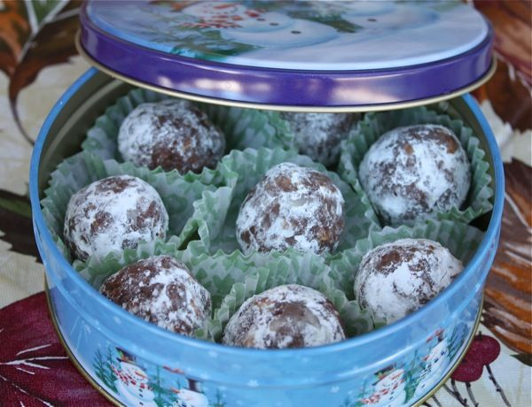 Mmmmmmm, more balls! This time with bourbon!! --Southern Living Bourbon Balls