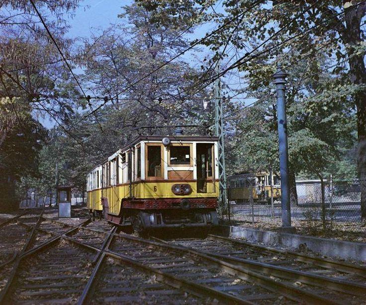 1969. A Millenniumi Földalatti Vasút mára megszűnt felszíni szakasza a Hősök tere és a Széchenyi fürdő között,