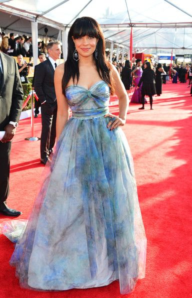 Actress Zuleikha Robinson arrives at the 19th Annual Screen Actors Guild Awards held at The Shrine Auditorium on January 27, 2013 in Los Angeles, California.