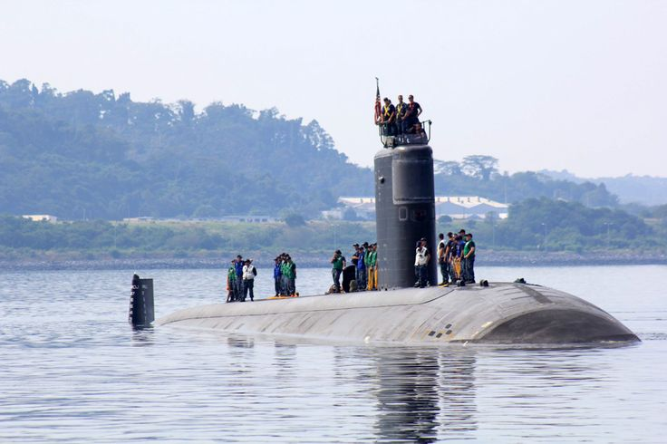 The USS Topeka (SSN-754), a Los Angeles-class attack submarine, prepares to dock at the Alava pier of Subic port in Zambales Tuesday, for a three-day port stop. Subic Naval Base is one of the agree...
