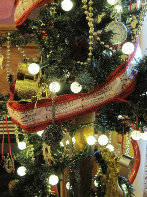 steampunk fashion - Steampunk Christmas Tree