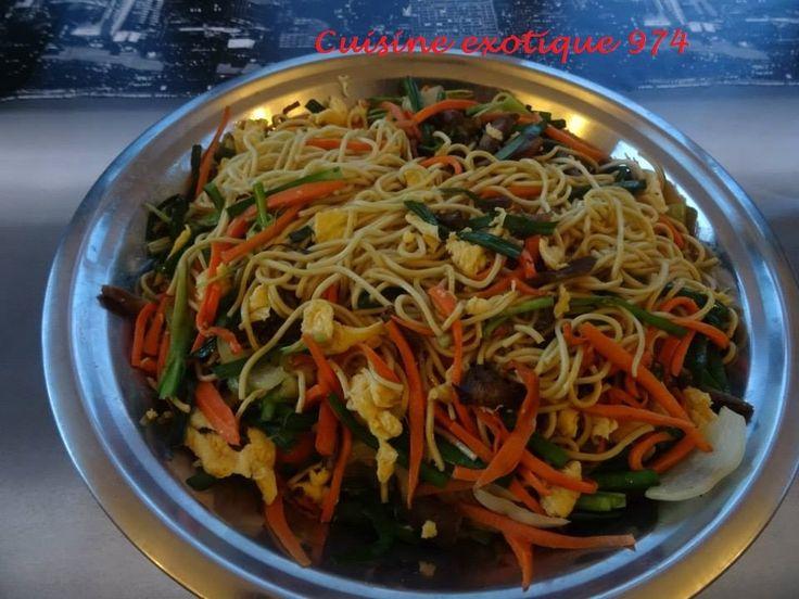 """Le sauté mines est un plat traditionnel réunionnais d'origine asiatique ! Ma recette de sauté mine ! Ingrédients : 500 g de nouilles chinoises 2 grosses carottes 1 belle botte de """"ti l'ail chinois"""" (ça ressemble à de la ciboulette) 4 gros oeufs 500 g..."""