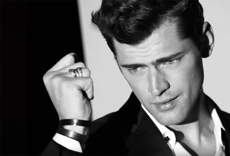 Sean O'Pry is the face of 1 Million by Paco Rabanne. The scent of success. Going for gold because decadence is thrilling. An arresting alchemy of full-on seduction. Daring and debonair.