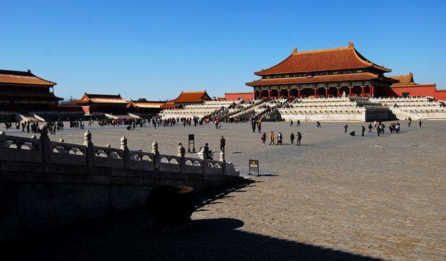 Der Kaiserpalast, anders als die Verbotene Stadt bezeichnet, liegt mitten in der Peking Stadtmitte und darf in einer China Reise nie verpasst werden.