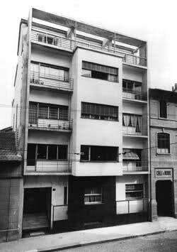 Casa Toninello, Milan 1933 by G. Terragni http://milanoarte.net/it/visite-guidate-a-milano/itinerari-di-architettura-a-milano