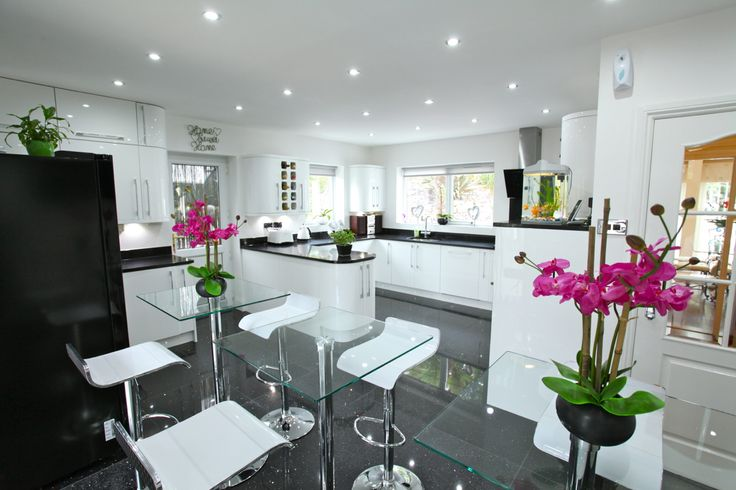 Vale Of Glamorgan, Barry - Truly stunning bespoke newly installed high quality kitchen and breakfast room, well fitted with an extensive range of floor and eye level units in contemporary white with solid granite work surfaces. www.pablack.co.uk