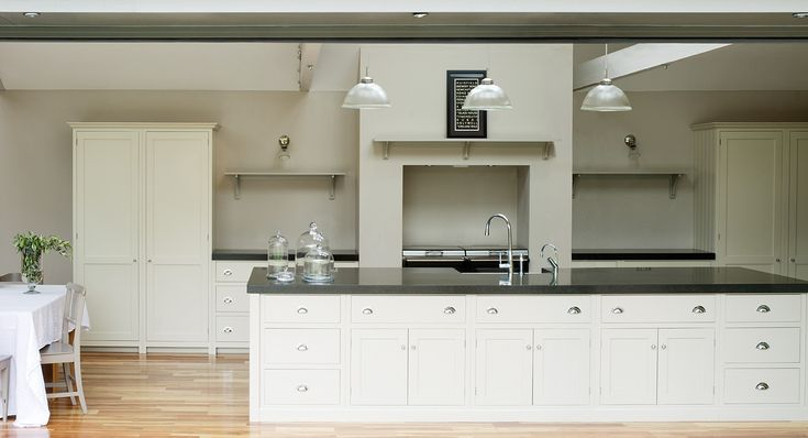 Pictures of shaker kitchens the real shaker kitchen view for Shaker style kitchen handles