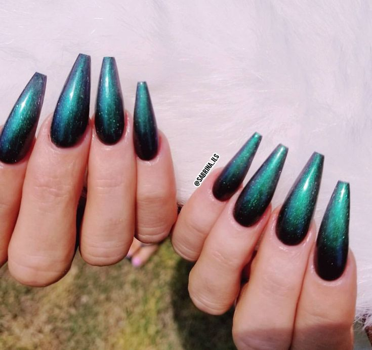 """196 Likes, 1 Comments - SPECIALIZING IN SCULPTURED 💅🏼 (@sabrina_ils) on Instagram: """"Color is """"Hypnotiq"""" from @lechatnails metalux collection *SCULPTURED ACRYLIC NAILS DONE WITH FORMS…"""""""