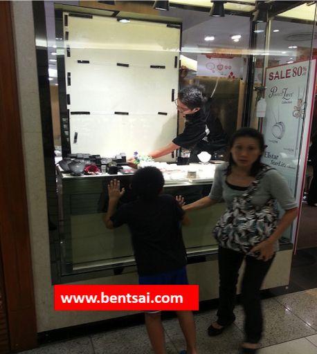 Singapore Jewelry Store should not change Advertising during opening hours see: www.bentsai.com #Jewelry #Singapore #l #SouthKorea #Japan #Australia #USA #China #India #Russia #Brazil #UK