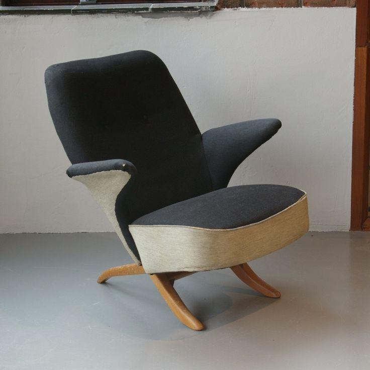 - Ontwerper: Theo Ruth<br />- Type : Penguin Chair<br />- Merk/fabrikant : Artifort<br />- Basismateriaal : hout<br />- Stoffering : origineel, matige staat<br />- Conditie algemeen : gezien de leeftijd normale gebruik sporen/slijtage. Gemaakt in jaren 50