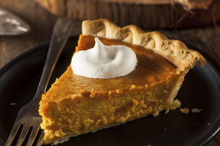 Doce e cremosa, a torta de abóbora é uma ótima pedida para sobremesas, chás ou para as próprias festas de Halloween. Gostou?