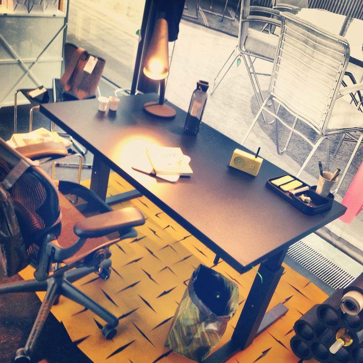 Gispen SteelTop desk and Herman Miller Aeron chair :)