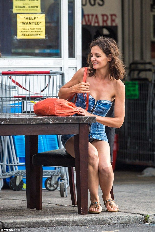 Katie Holmes' Legs | Sexy Celebrity Legs Images, Celebrity ...
