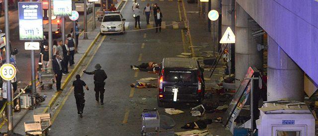 Atentado com bombas deixa ao menos 36 mortos no aeroporto de Istambul