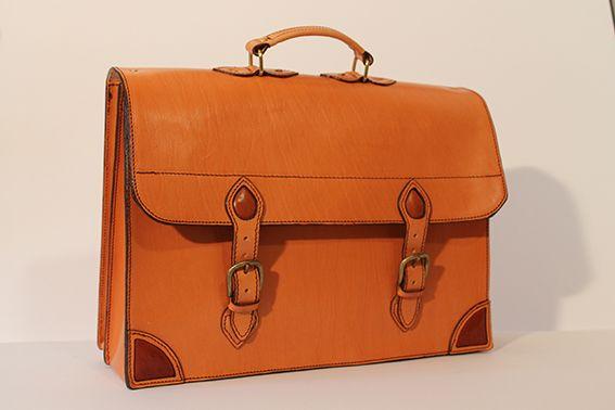 Tenemos una piel nueva, más clarita. #leather #cuero #portafolio @Cuero_Manjón