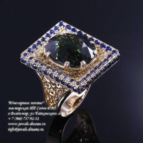 Женское золотое кольцо «Дар визиря» с изумрудом и сапфирами