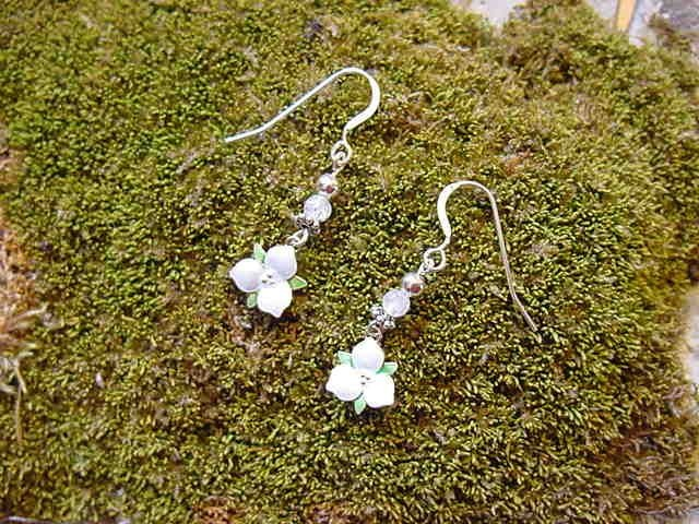 Beauty - Trillium Earrings - by Barbara Knupper, PO Box 51, Fish Creek, WI  54212. (920)868-9222Fish Creek, Barbara Knupper, Doors County, Beautiful Ideas, Boxes 51, Wi 54212, Po Boxes, Trillium Earrings