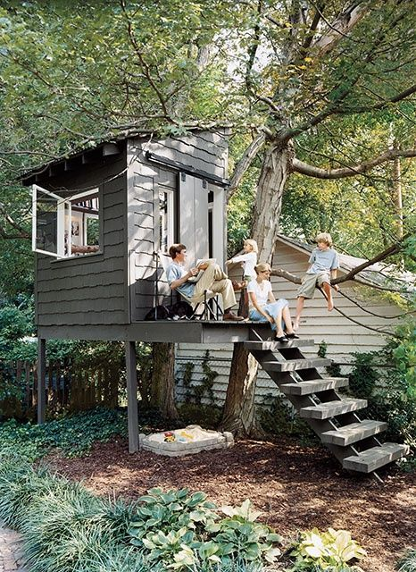 diy treehouse / playhouse plans. Wish we could build one big enough like this for kids....who doesn't love a treehouse???