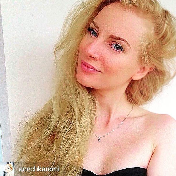 The one by @oriflame В завершение #бьюти-марафона #theONEselfie хочется сказать что именно #nude - мой самый любимый образ. Лучший макияж за 5 минут. Никто не заметит косметику но все обратят внимание на свежесть и красоту ее обладательницы #скромностьнашевсе  . Как же много прекрасных девушек по этому хештегу. Хочется всем пожелать удачи и красоты каждый день. А я использовала сегодня следующие продукты #theone: стойкая тональная основа ( 31160) Фарфоровый компактные румяна-хайлайтер…