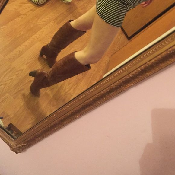 Women's Brown Jessica Simpson boots 6. Knee high Jessica Simpson knee high boots. Heel is approx 2.5'. Used condition. Rugged looking Jessica Simpson Shoes Heels