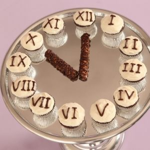 New Year's Eve Cupcake Clock from The Bella Baker!