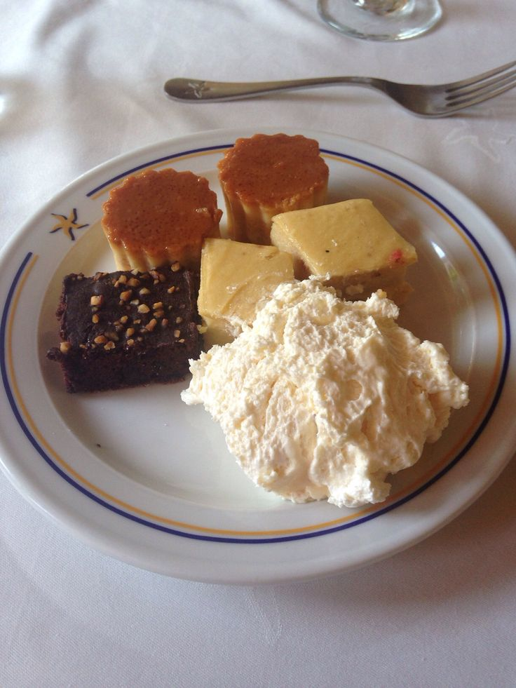 Leche asada, pudín de lúcuma, brownie y un mousse de chocolate blanco, EXQUISITO!!!!!