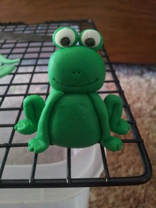 how to make a frog out of fondant