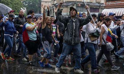 ΣΥΡΙΖΑ ΚΚΕ και ...Χρυση Αυγή στήριξαν τον Μαδούρα που αιματοκύλισε την Βεναζουέλα