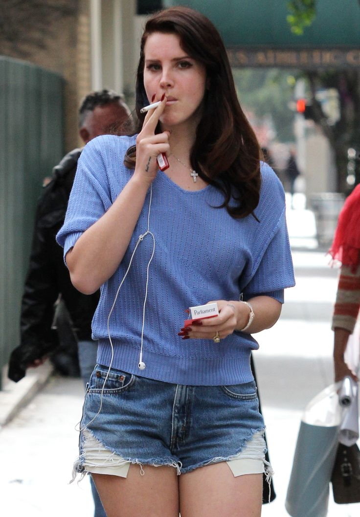 Celebrities Smokers: Smoking Celebrities Pictures