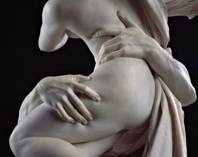 SOUND: http://www.ruspeach.com/en/news/9654/     Мрамор - это метаморфическая горная порода, состоящая только из кальцита CaCO3. Мрамор используется как поделочный камень для создания скульптур, мозаичных композиций, барельефов и других произведений искусства. Мрамор образуется под в�