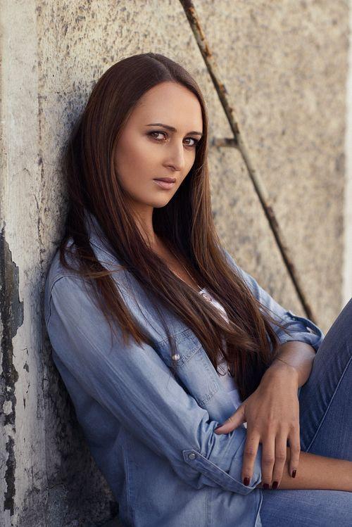 Maria_Female_Portrait_Natural_©SimonThoisPhotography