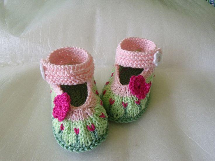 """gestrickte Babyschuhe """"Blumenwiese"""" von Maschenwerke auf DaWanda.com ♡"""