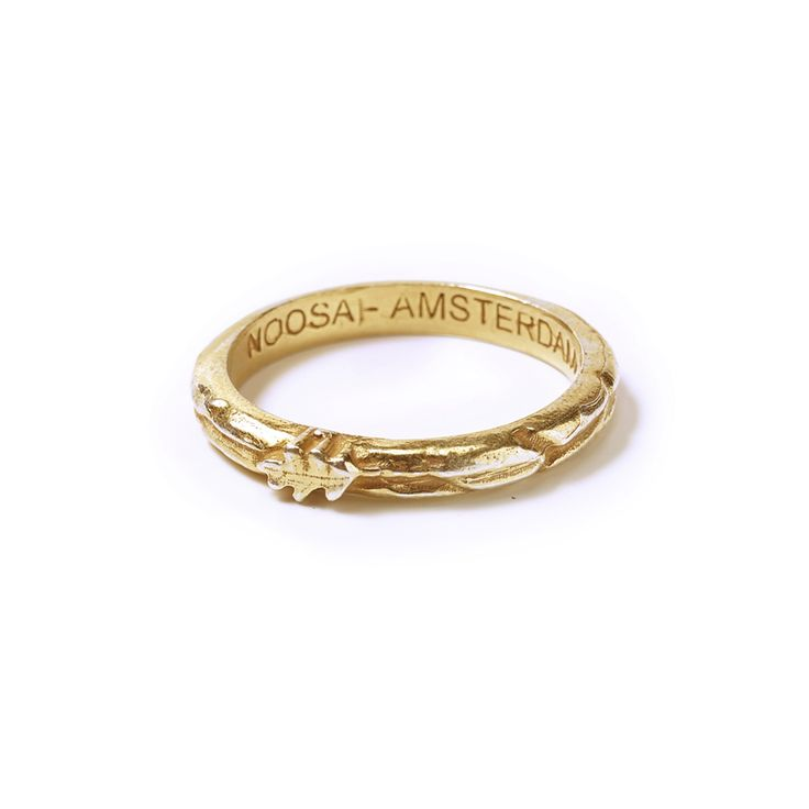 The Oakleaf is a gilded ring, made from recycled silver (sterling 925). An oakleaf is depicted on the ring, symbolising eternity and happiness.