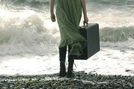 """'Όλα είναι έτοιμα: η θάλασσα, ο αέρας, ο άτλαντας.Μόνο το πότε μου λείπει, το προς τα πού, ένα ημερολόγιο πλοίου, ναυτικοί χάρτες, ούριοι άνεμοι, κουράγιο και κάποιος να ξέρει να μ' αγαπά όπως εγώ δεν μ' αγαπώ. Το πλοίο που δεν υπάρχει, το βλέμμα, οι κίνδυνοι, τα τρομαγμένα χέρια, το ομφάλιο νήμα του ορίζοντα που υπογραμμίζει αυτούς τους αποσιωπητικούς στίχους… Όλα είναι έτοιμα: σοβαρά, μάταια..."""" Χουάν Πικέρας,Ιστοριες της Δίψας."""