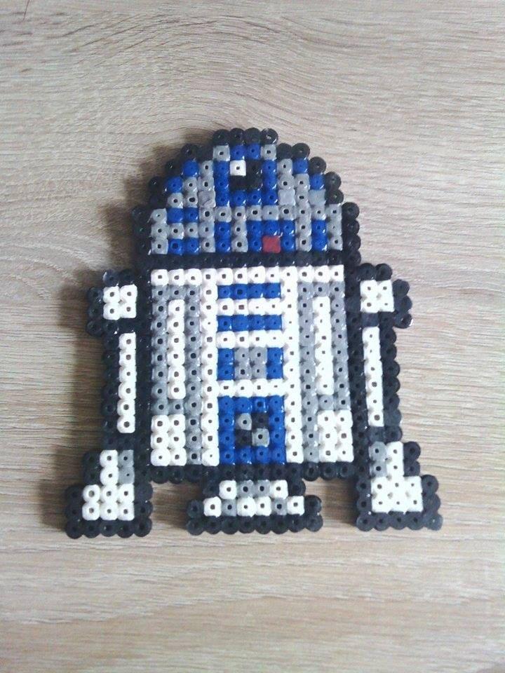 R2D2 (Star Wars) de la boutique PixelsMarnia sur Etsy