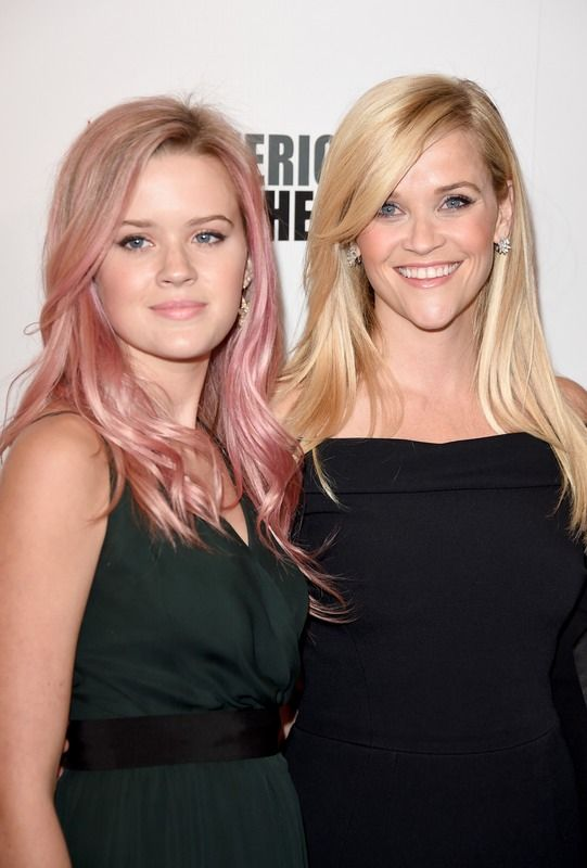 Ava Philliipe & Reese Witherspoon ... mother/daughter duo are beautiful.  I love the soft pink hair, it's very complimentary on Ava. ♥