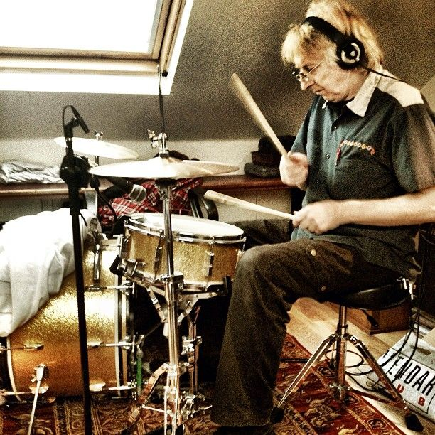 Rat Scabies mashing it up on the drums!!