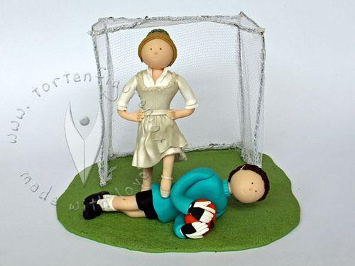 """Fussball Trachten Brautpaar von www.tortenfiguren.at - Soccer Wedding Cake Topper    Der """"Fußball"""" ist ein Kürbis, weil sich die Beiden auf einer Halloween-Party kennengelernt haben :-)))"""