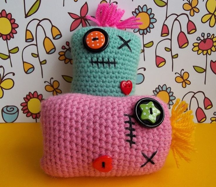 You lucky things - 2 free patterns in 1 month lol! Here's my latest offering, Mini Pillow Pals!    You can use them as, obviously, mini pill...