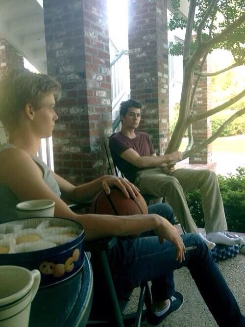 I love how there are tea and biscuits in this picture, and Thomas Brodie-Sangster with his cig, and Dylan O'Brien looking absolutely adorable.