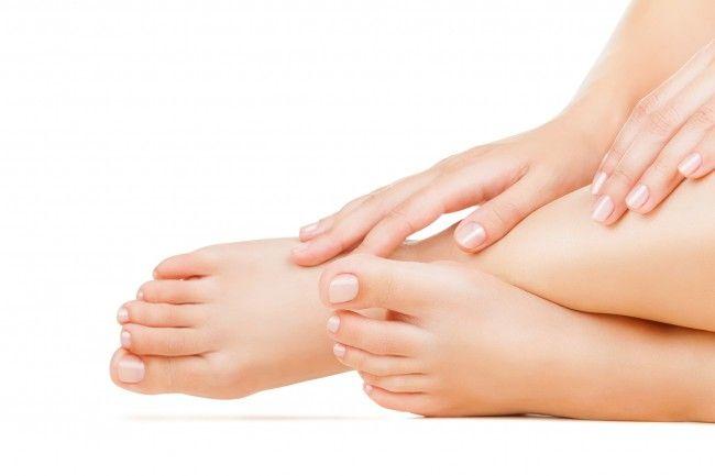 Exfoliante natural de café para suavizar y mejorar la piel de los pies