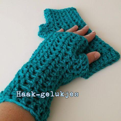 Een gratis Nederlands haakpatroon van polswarmers. Wil jij ook lekker warme handjes deze winter? Haak dan snel een paar polswarmers!