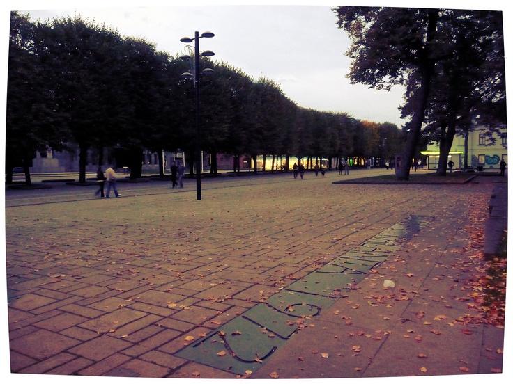 Kaunas (Lietuva). Laisves Aleja (Viale della Libertà). Monumento all'Eroe e Martire Romas Kalanta.